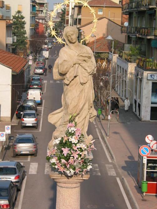 La statua della Madonna Immacolata dopo il restauro